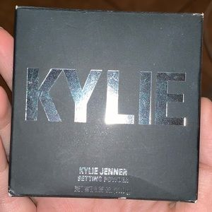 Kylie Cosmetics Loose Setting Powder (Translucent)